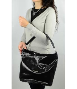 Čierno lesklá kabelka mechového tvaru S576   Grosso