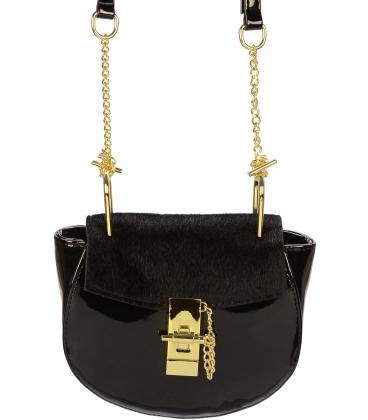 Čierna lakovaná crossbody kabelka so zlatou aplikáciou C18SL011BLC  - Grosso