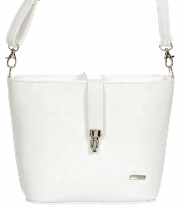 Biela crossbody kabelka so striebornou prackou C18SM055WHT - GROSSO