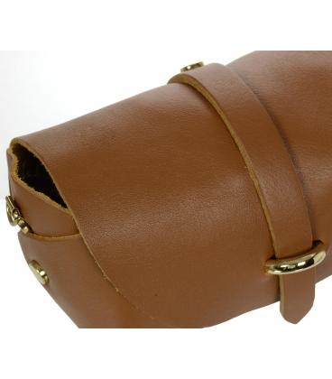 Malá hnedá kožená kabelka so zlatou retiazkou KM013BRWN OLIVIA BAG
