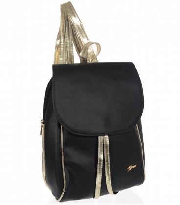 Čierny praktický ruksak so zlatým lemom a zlatými ramienkami 20B001