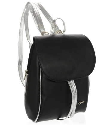 Černý praktický batoh se stříbrným lemem a stříbrnými ramínky 20B001