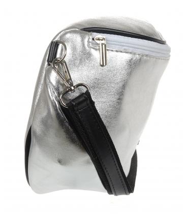 Strieborná crossbody kabelka s čiernym lemom 20M006