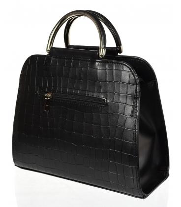Čierna elegantná štvorcová matná kabelka s jemným vzorom a odobnou úchytkou 19v0006black