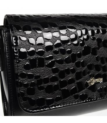 Čierna crossbody kabelka s jemným kroko vzorom