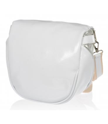 Lesklá biela crossbody kabelka so strieborným vzorom 20M006